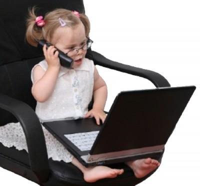Правы ли родители, разрешающие пользоваться гаджетами своим детям